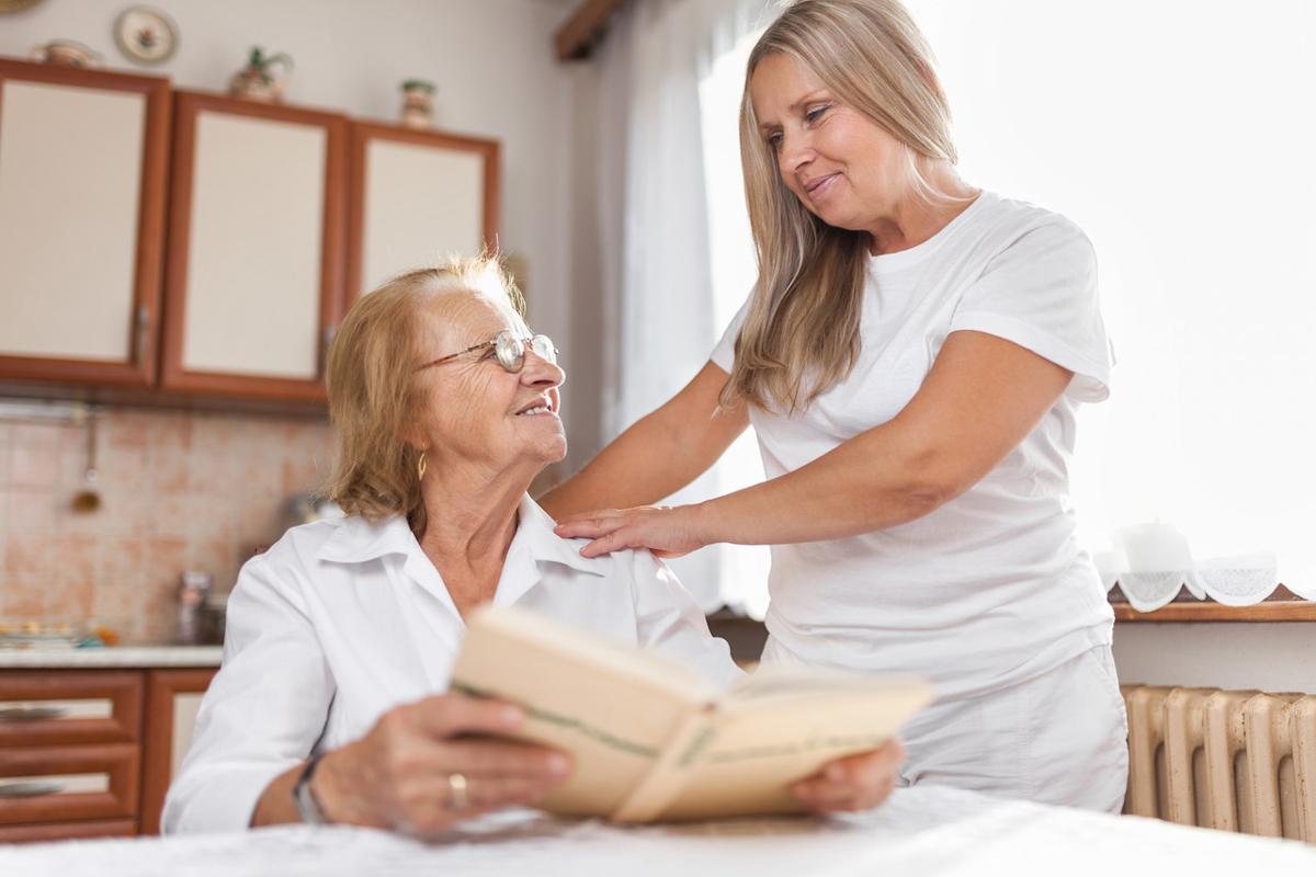 Zu Hause oder Pflegeheim? Was sog. 24 Stunden Pflege und Betreuung kosten