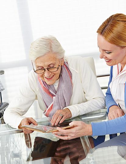 Vorteile Gesellschaft durch Altenpflegerin