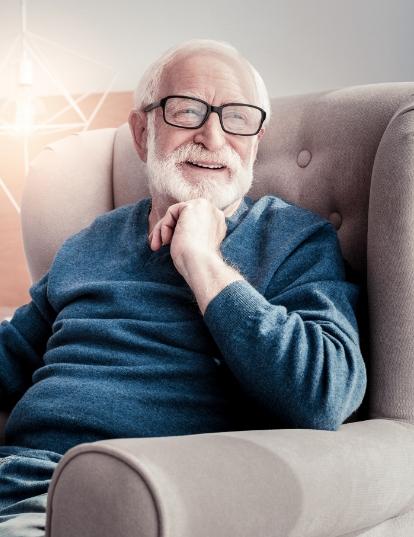Vorteile Pflege zuhause Mann in vertrautem Umfeld